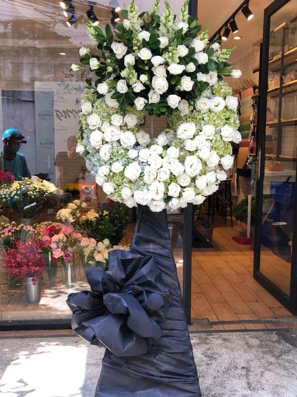 Vòng hoa đám tang hoa hồng đà nẵng